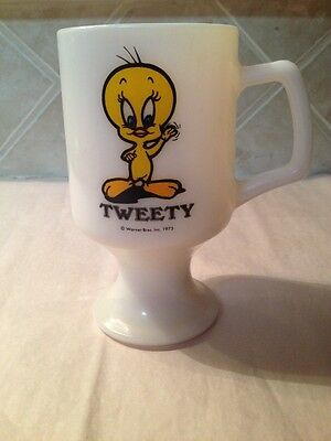 Vintage 1975 Tweety Bird Milk Glass Pedestal Footed Mug Marriot Great America