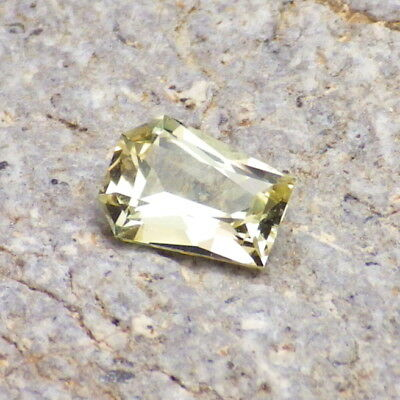 APATITE-MEXICO 0.97Ct FLAWLESS-SMALL RING SIZE-NATURAL YELLOW GREEN-GERMAN CUT