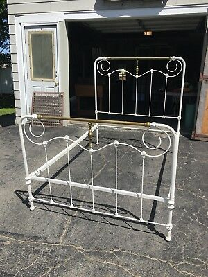 ANTIQUE VICTORIAN White IRON AND BRASS FULL BED