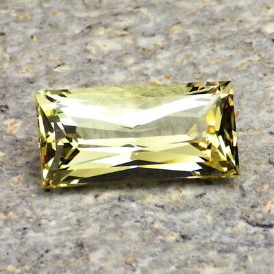 APATITE-MEXICO 3.55Ct FLAWLESS-FOR TOP JEWELRY-UNTREATED LIVELY YELLOW GREEN CLR