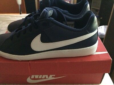 Nike mens trainers size uk 11, only worn. Once comes in box with out packaging
