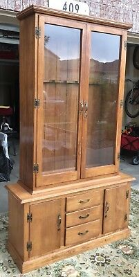 VINTAGE 1950s SEARS SOLID MAPLE GUN CABINET DOUBLE GLASS DOORS LOCKING HUTCH