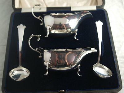 Pair Of Cased Solid Silver Sauce Boats With Ladles - 228g - Birm. 1918