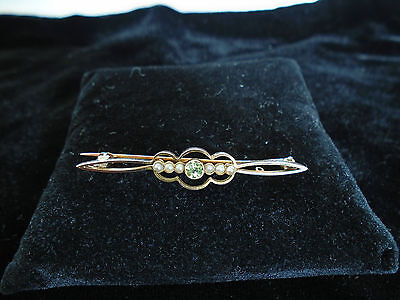 A Lovely 9ct Gold & Pearl & Peridot  Brooch.