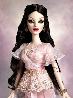 """*Wilde Imagination NRFB """"BEAUTIFUL BUT DEADLY PARNILLA"""" dressed doll NEW"""