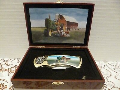 John Deere Folding Knife With Box Tractor Motif