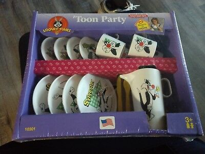 "Looney Tunes ""Toon Party"" tea set Sylvester"