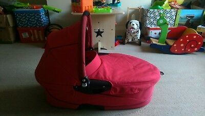 Quinny Buzz Dreami Carry Cot with Accessories - Red