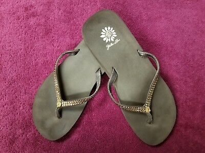 ea5694d8e Yellow Box Women s Jello Rhinestone Flip Flops Brown Size 8 Very Clean  Pre-Owned