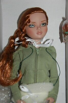 """Tonner """"nothing Springs to Mind"""" Ellowyne Wilde doll"""