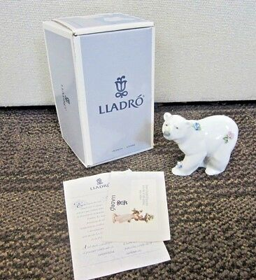 "Lladro ""attentive Polar Bear"" #6354 Figurine"