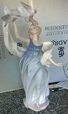 Lladro'  New Horizons 6570  Porcelain Figurine - Retired