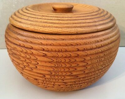 Oriental carved wooden bowl with lid (ref 18.4.049A)