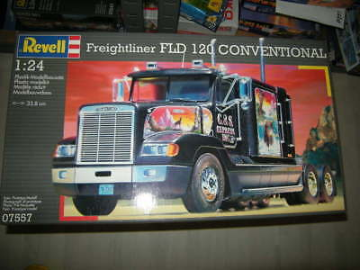 1:24 Revell Freightliner FLD 120 Conventional Nr. 07557 OVP