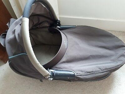 Quinny Dreami Buzz Zapp Mood Carrycot in Grey with Raincover