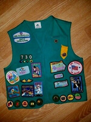 Collectible Girls Scouts Juniors Vest & 27 Patches & Pin backs 2005 size M