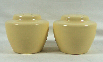 Wonderful Vernon Kilns Ultra California Pottery Salt And Pepper - Yellow