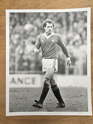 10x8 b&w Press photo Manchester United Ray Wilkins 20/3/82 (Notts County away)