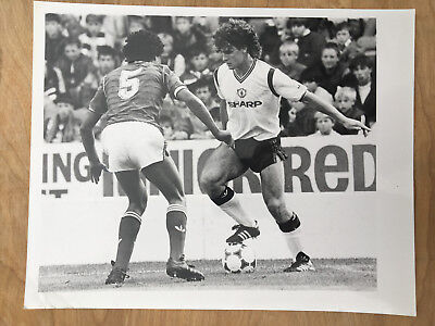 10x8 b&w Press photo Manchester United Nottingham Forest August 31st 1985.