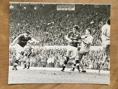 10x8 b&w Press photo Manchester United Coventry City February 6th 1988.