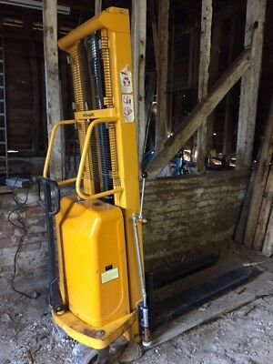 Electric Pallet Truck 3 Metres Carries Up to 1000KG