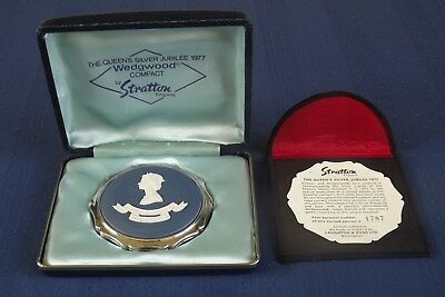 Unused! 1977 Wedgwood Queen's Silver Jubilee Stratton Powder Compact - Complete