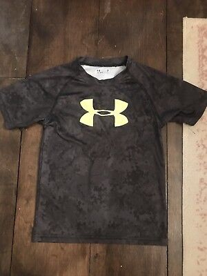 Boys Under Armour Shirt 7 Euc