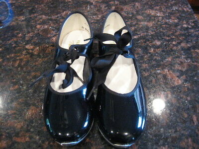 Girls black tap shoes Size 4 M.  Illinois Theatrical Footwear.  NEW