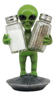 New! Roswell Green Alien Salt And Pepper Shakers Set Figurine Sculpture Statue