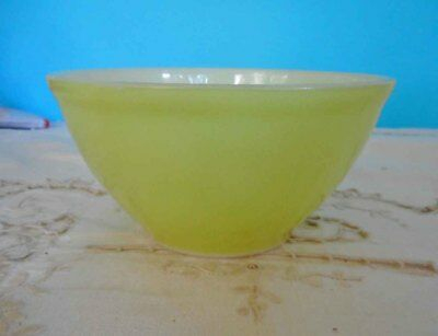 Vintage Pyrex, Milk Glass '15cm - 6 inch Lime Green mixing bowl - Good Condition