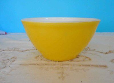 "Vintage Pyrex, Milk Glass Yellow - 15cm - 6"" mixing bowl -  Good condition"