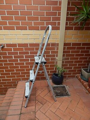Aluminium 3-step ladder, very light weight can lift it with one finger
