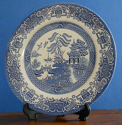 An English Ironstone Pottery Blue Willow dinner plate