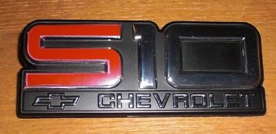 Genuine GM Chevrolet Chevy S10 Front Fender Emblem New In Box GM PART#15592828
