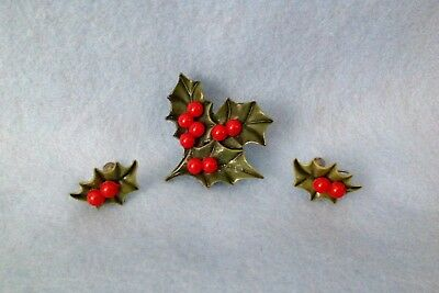 Vintage Christmas Holly Leaf and Berries Matching Pin and Earrings Set Plastic