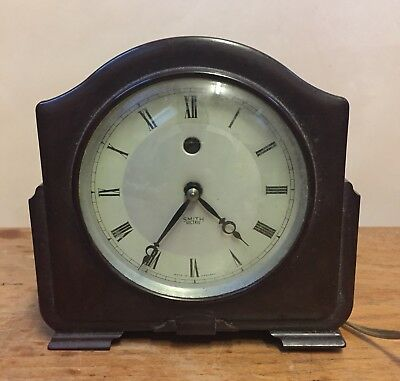 "Smiths British Bakelite Case With Electric Movement Clock GWO  5""H 5""W 2""D"