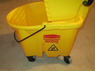 Rubbermaid Wave Brake Bucket And Wringer 26Qt-- Pickup Only-- Read Description