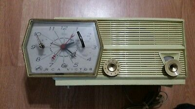 Vintage 1957 RCA Victor Model 8-C-6M Tube AM Clock Radio