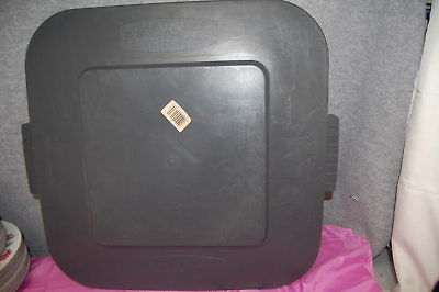 1-Set of 2 / Rubbermaid #3527 Trash Can Replacement LIDS (Gray) (#M3898-G)