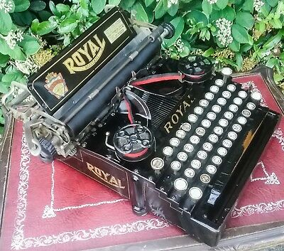 Royal Standard Model 5 Antique Typewriter 1916  in excellent working condition