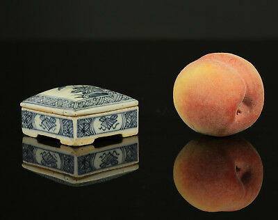 A BEAUTIFUL antique CHINESE PORCELAIN BLUE WHITE INK BOX LOTUS 19TH CENTURY
