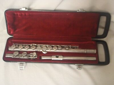 YAMAHA FLUTE YFL 225S Made in Japan and comes with Hard Carry Case
