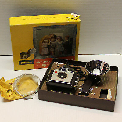 Vintage Brownie Holiday Flash Outfit No. 183L - Camera, Flash and Flashguard