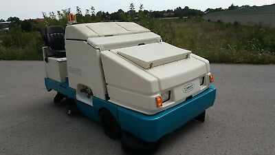 """Tennant 8410 60"""" ride on floor sweeper scrubber with 321 hours & FREE shipping!"""