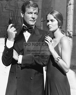"""Roger Moore & Barbara Bach In """"the Spy Who Loved Me"""" - 8X10 Photo (Aa-757)"""