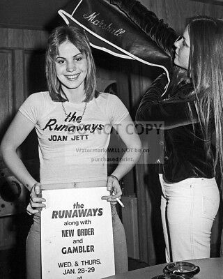 """Joan Jett And Lita Ford Of """"The Runaways"""" - 8X10 Publicity Photo (Aa-958)"""
