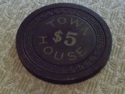 TOWN HOUSE $5 Casino Gaming Chip  $2.99 Shipping