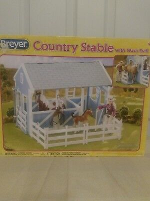 Breyer Country Stable with Wash Stall IN BOX