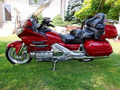 2001 Honda Gold Wing  2001 HONDA GOLDWING GL1800, ILLUSION RED SUPERB CONDITION, LOADED, LOW MILES!!