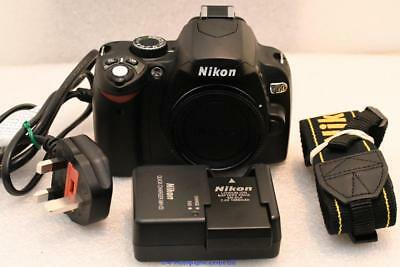 Nikon D60 Digital SLR Camera SHUTTER COUNT ONLY 892 GREAT CONDITION